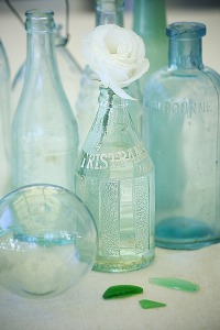 20130510-02-coastal-vintage-bottles-abeachcottage.com_